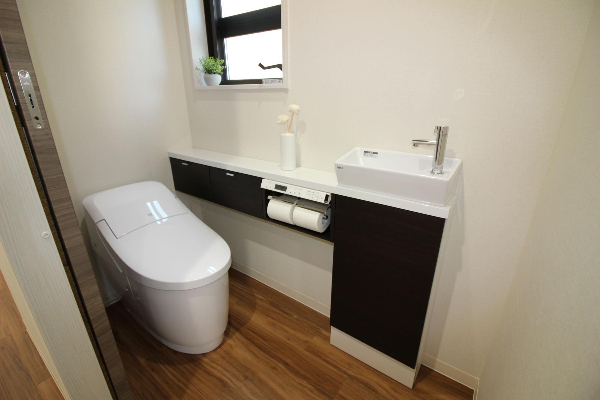 手洗い収納付きトイレ