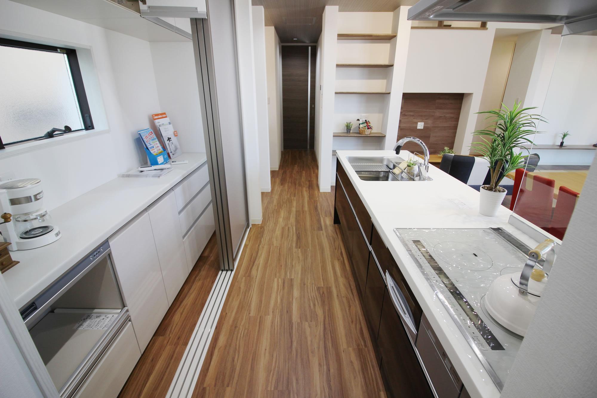 キッチンと目隠し収納